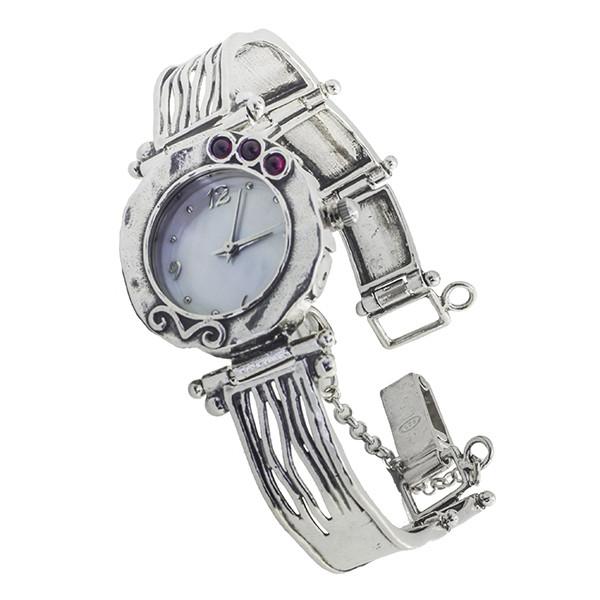 Магазины где можно купить серебряные и золотые часы для женщин в владивостоке.